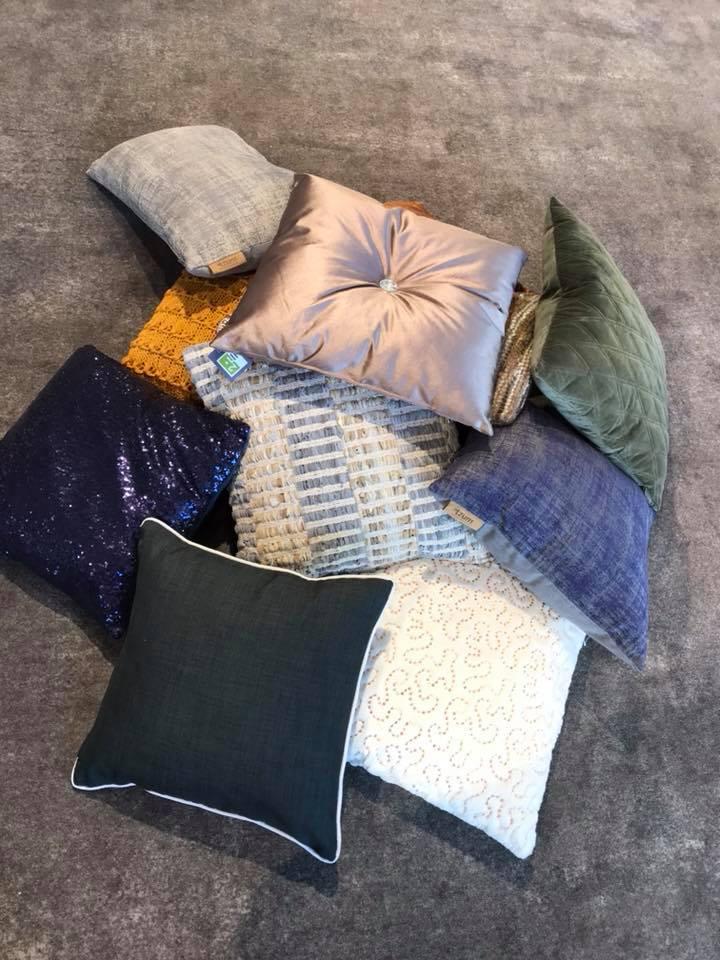 Vanaf vandaag hebben wij alle kussens voor €15,- per stuk!! Ook verkopen wij de …