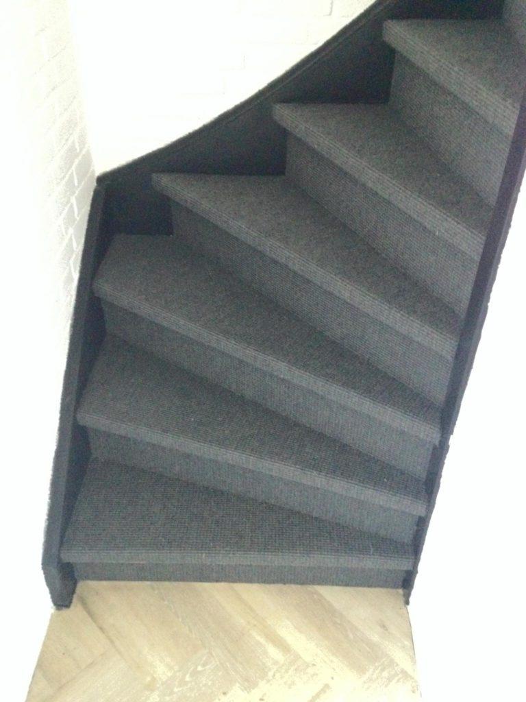 Vandaag naast al het pvc-werk, ook deze trap bekleed met een natuurlijke sisallo…